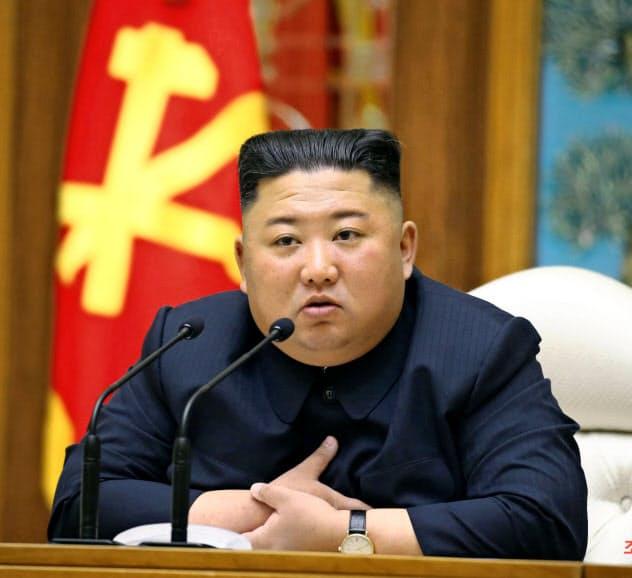 金委員長は11日の朝鮮労働党政治局会議に出席後、健康不安説が飛び交っていた=朝鮮中央通信・共同