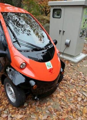 キャンプ場で使う電気自動車に小水力発電の蓄電装置から充電(岡山県津山市)