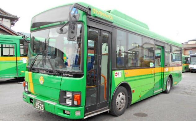 新型コロナの感染拡大が丸建自動車の経営を悪化させた(同社のバス、埼玉県上尾市)