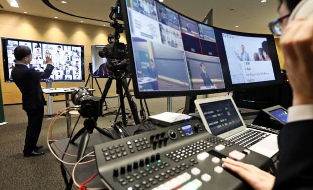 名古屋商科大学は複数のカメラやモニターを使って遠隔授業を実施する(名古屋市中区)