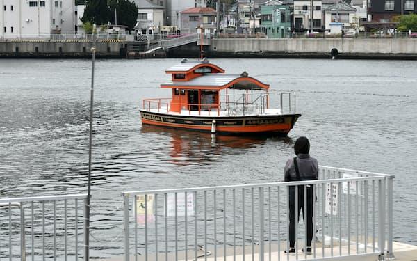 ポンポン船の愛称で親しまれている                                                     (神奈川県横須賀市)