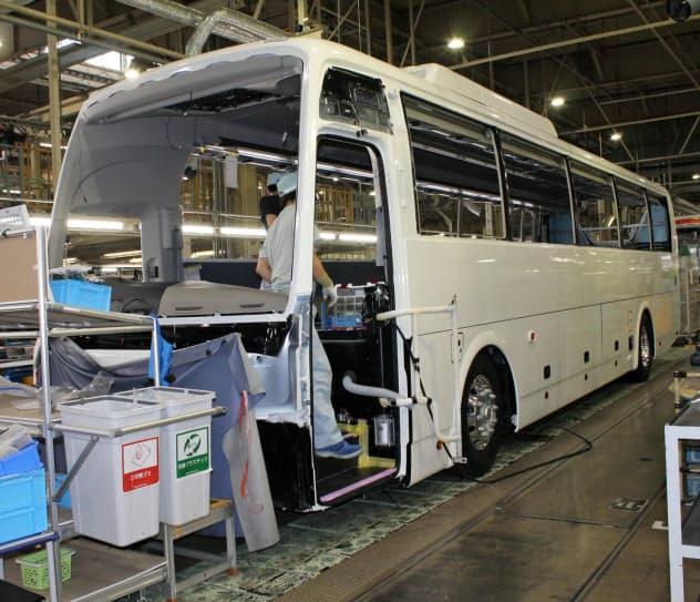 三菱ふそうバス製造は6月も工場を休止する日を設ける(富山市の工場)