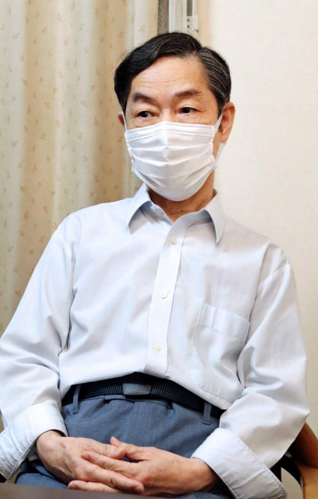 自宅で取材を受ける津田幸恵さんの父、伸一さん(27日、兵庫県加古川市)=代表撮影