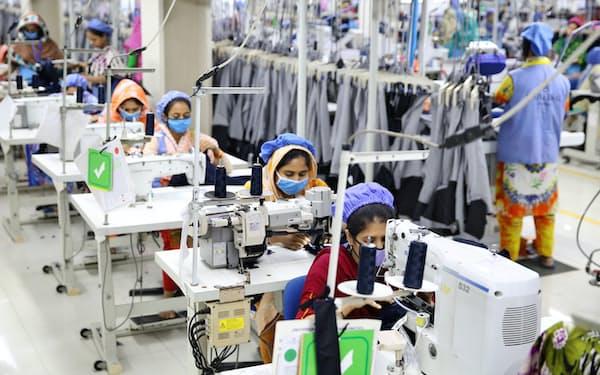 縫製業はバングラデシュ経済をけん引してきた主要産業だ(ダッカ近郊)
