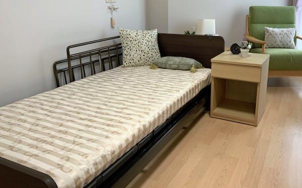 要介護度が上がると横になる時間が増えるため、ベッドの硬さが生活の満足度にも影響するという
