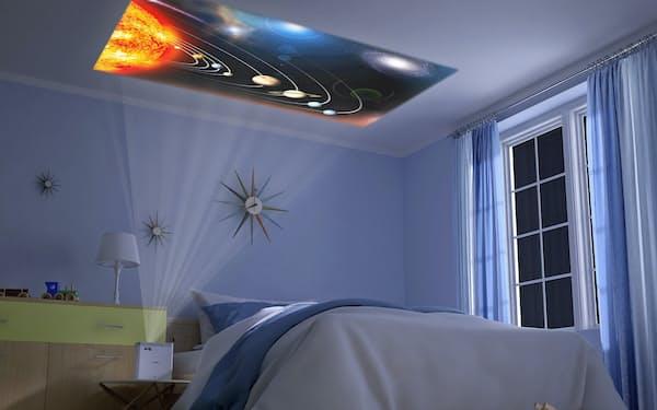 エプソンの「EF-100」は小型で、天井にも投映できる