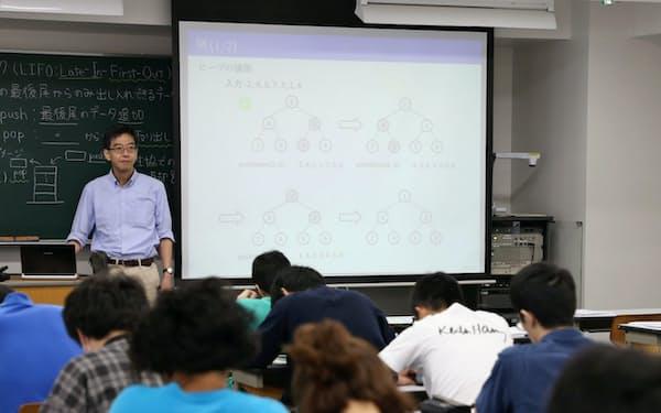 数学や統計学など500以上の科目からなる「データサイエンス教育プログラム」を立ち上げた=東京理科大学提供