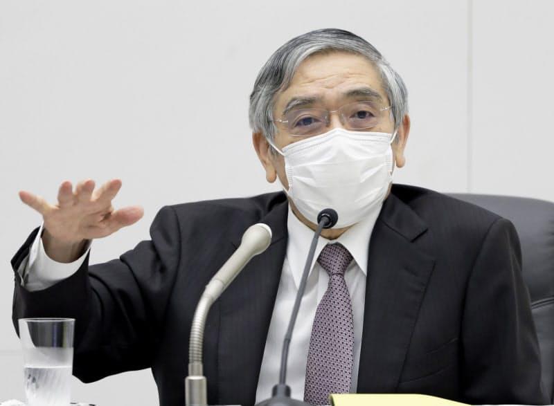 金融政策決定会合後に記者会見する日銀の黒田東彦総裁=代表撮影