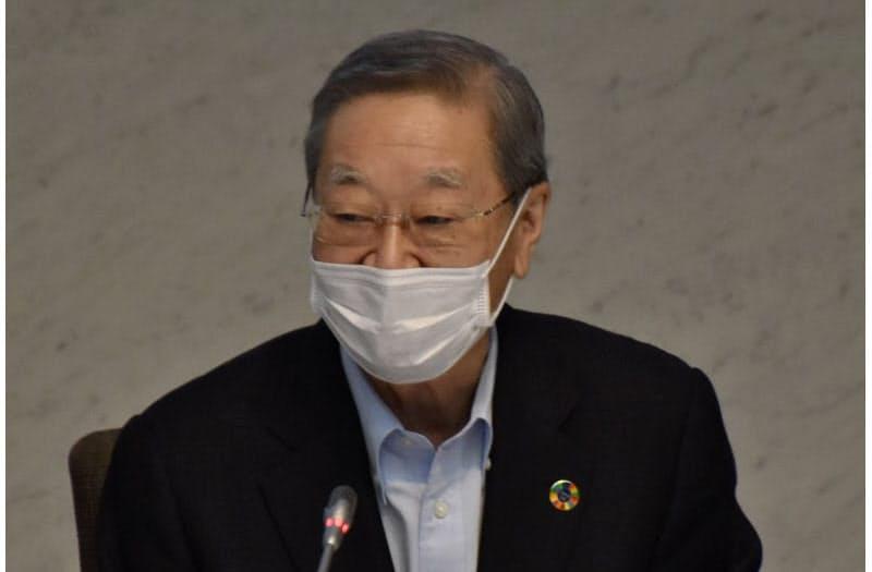 夏季フォーラムであいさつする経団連の中西会長(16日、東京都内)