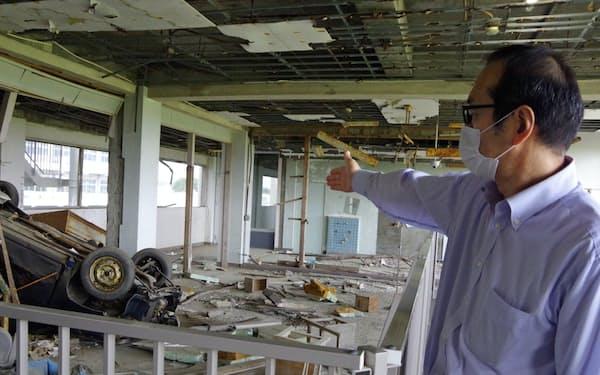 津波で車が校舎3階に流れ着いた