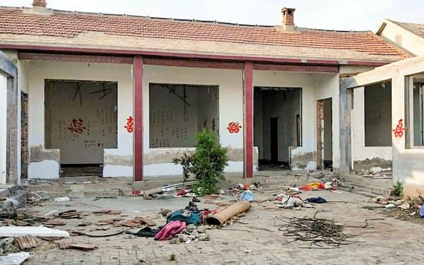 家を取り壊される様子を小趙さんは写真に残した(山東省浜州市の●(隹の上に羽の旧字)卜村)