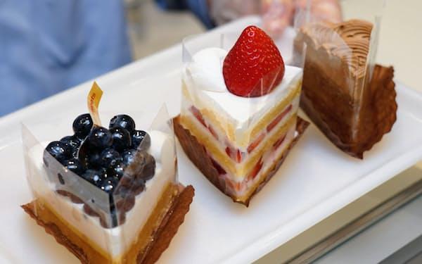 ショートケーキやタルト生地のものなど、様々な形の米粉ケーキがある(Sweetsさつき)