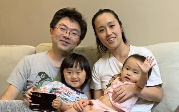 6歳の長女が撮影した家族写真。父と母が互いに支え合って楽しく暮らす姿を子供たちに伝えていきたい
