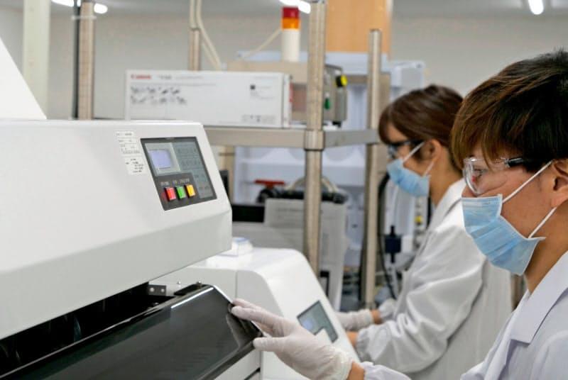 工場ごとの生産品目を見直して効率を高める(富山県滑川市の工場)