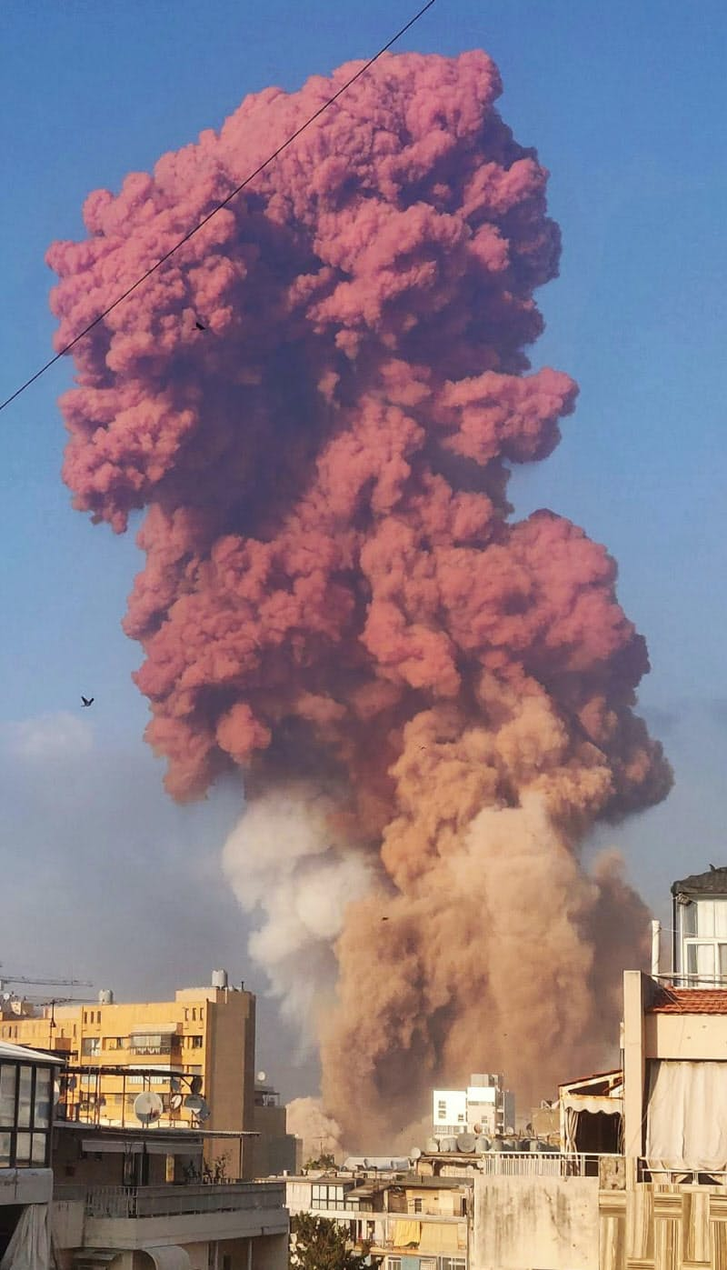 レバノン首都で大規模爆発