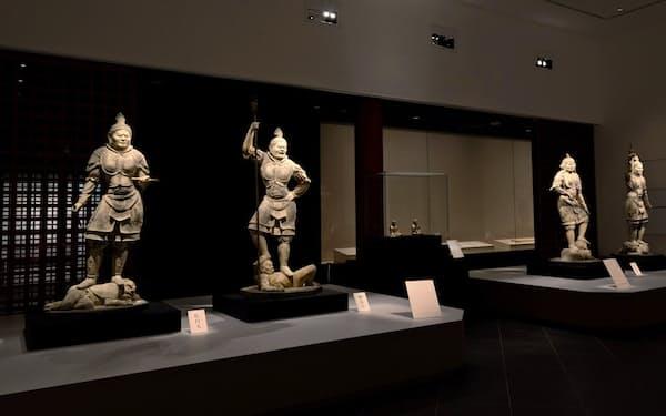 ミュージアムに安置した国宝の四天王立像