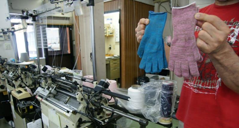 抗菌手袋は独自技術で編み込み伸縮性に優れる(高知県土佐市の大勝製造所)