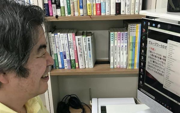 オンラインでグループワークに挑む湯本教授(7月、宇都宮大学峰キャンパス)