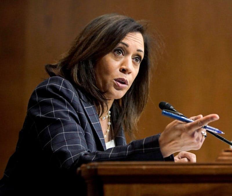 黒人女性初の副大統領候補になるハリス氏(6月、ワシントン)=ロイター