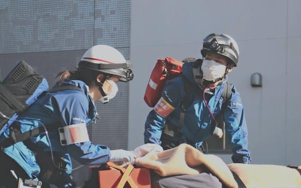 実際の現場を経験することで緊急医療の問題点や課題を見いだす(写真は訓練の様子)