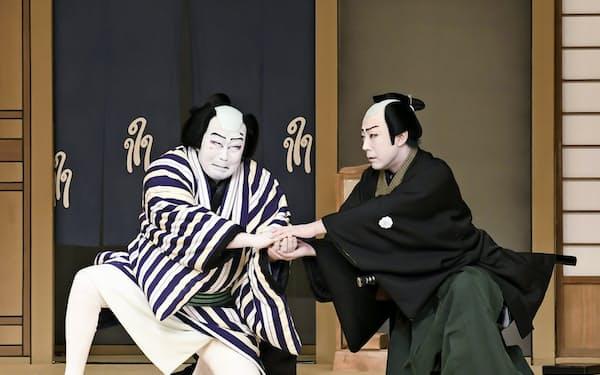 「引窓」の中村吉右衛門(左)と尾上菊之助 (C)松竹