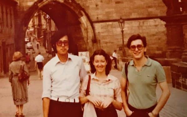 ドイツでの語学研修の仲間たちとプラハに旅行。オーストラリア人のジュリー(中)とスペイン人のアルフォンソ(右)とは互いに学習中のドイツ語で会話