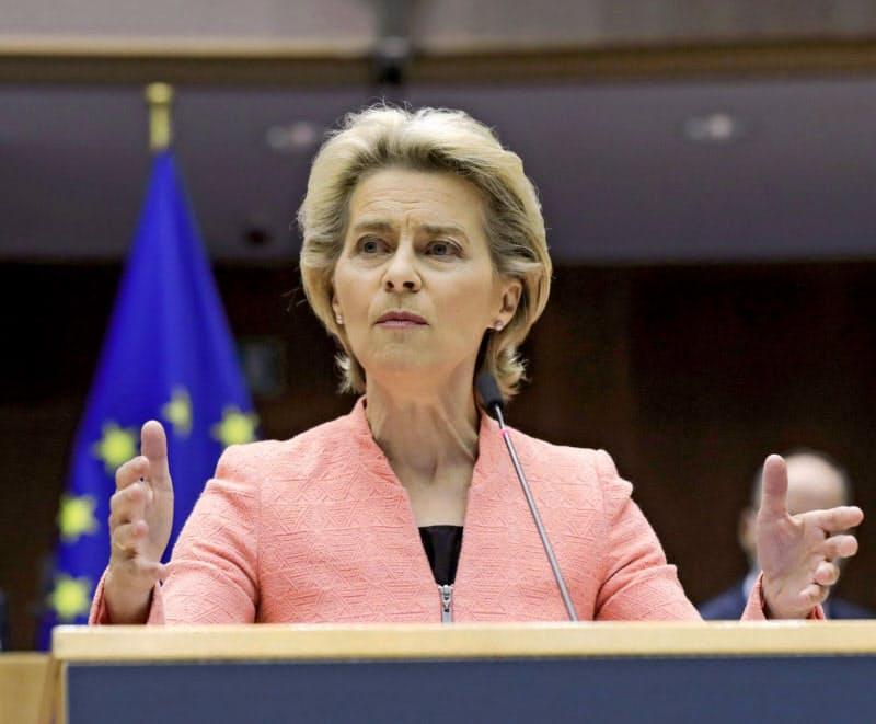 欧州議会で演説するフォンデアライエン欧州委員長(16日、ブリュッセル)=ロイター