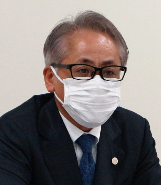 上場会見に臨んだ雪国まいたけの足利社長(17日、東京都中央区)