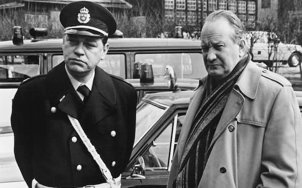 シリーズ第7作を映画化した「刑事マルティン・ベック」(1976年)。右が主役のリンドシュテッド(C)Everett Collection/amanaimages