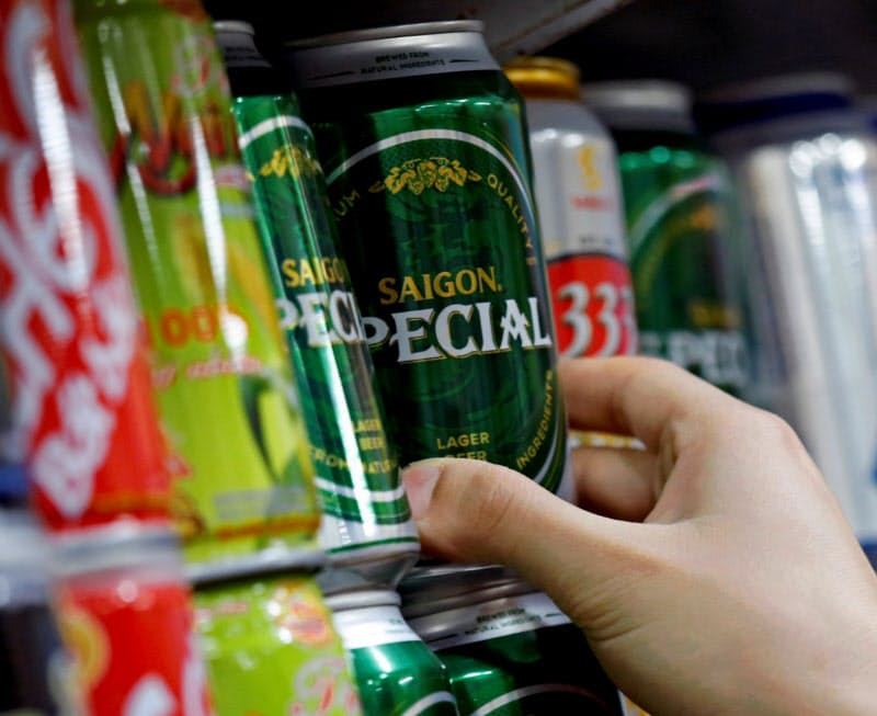 東南アジアではビール向けを中心に缶需要が旺盛だ(ベトナム・ハノイ)=ロイター