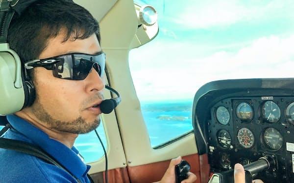 パラオ共和国の上空を飛ぶ井ノ口さん=本人提供
