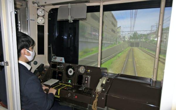 8090系運転シミュレーターは運転士養成にも使われる本格派だ(川崎市)