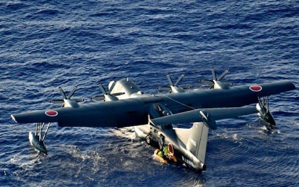 海上での人命救助にあたる救難飛行艇「US2」=統合幕僚監部提供