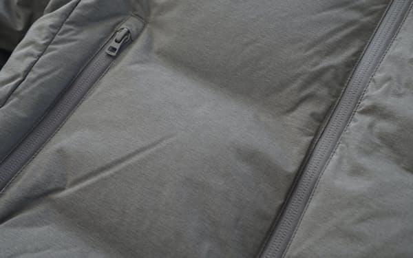 通常縫い目のある部分が樹脂で接着されてシームレスになっている