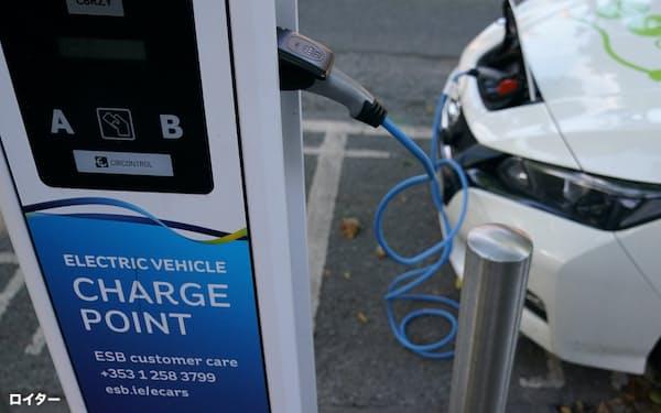 EUは電気自動車の普及を強化する(アイルランド・ダブリン)=ロイター