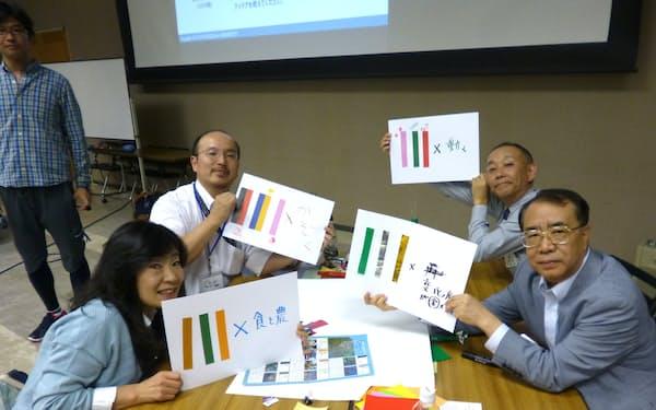 川崎市のロゴの色について考える「こすぎの大学」の参加者