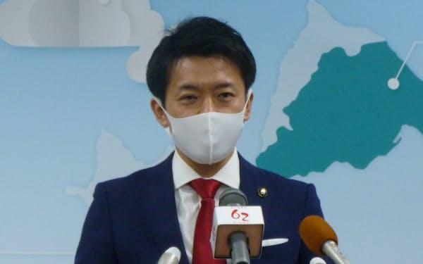 電事連との面会について記者会見する宮下宗一郎市長(青森県むつ市、2020年12月18日)