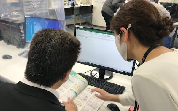 「リハス」大塚(東京都豊島区)では、理学・作業療法士らの指導のもと、復職や就労をめざしたリハビリが行われる