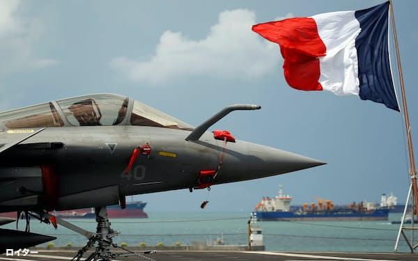 2019年にはフランスの空母シャルル・ド・ゴールがシンガポールのチャンギ海軍基地に寄港した=ロイター