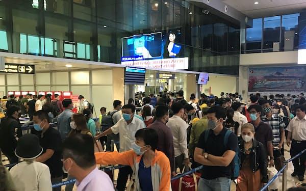 ベトナムは空港の新設・拡張を進める(ホーチミン市のタンソンニャット国際空港)