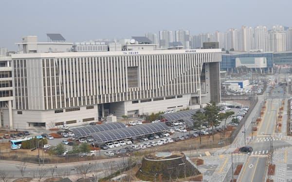 世宗市の政府庁舎。マンションも次々と建てられている