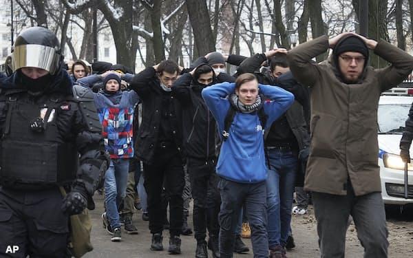 人権団体によると、政権が拘束したデモ参加者は1万人に達した=AP