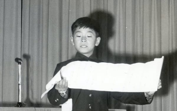 京都市立待鳳小学校では児童会長。創立90周年式典では挨拶役も務めた