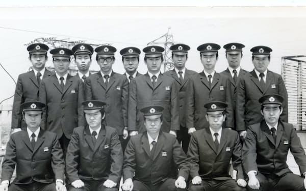 京阪電気鉄道入社時の研修所にて(前列左から2人目が加藤さん)