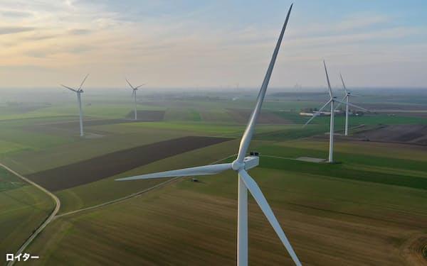 欧州では環境に配慮する投資家の需要が旺盛(フランスの風力発電設備)=ロイター