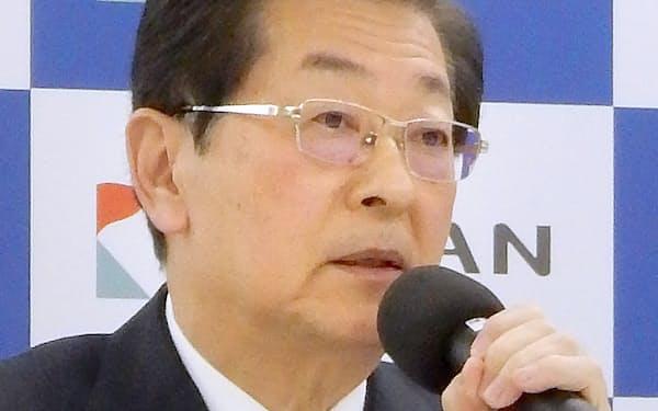 コロナ禍への対応で臨時体制に移行すると発表した(2020年11月、大阪市内の記者会見)