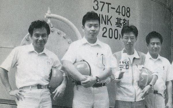 和歌山研究所で入社3年目から部下を持った(長谷部氏は左端)