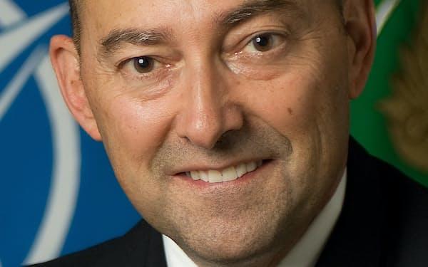 James Stavridis 元米海軍大将。2009~13年NATO欧州連合軍最高司令官。米タフツ大フレッチャー法律外交大学院長を経て、カーライル・グループ所属。