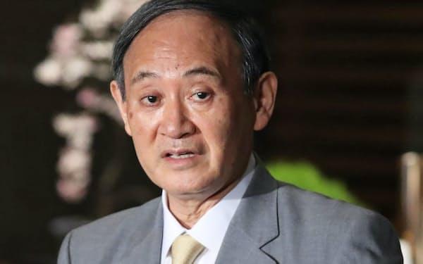 菅首相は「新型コロナの感染拡大防止が最優先だ」と繰り返す