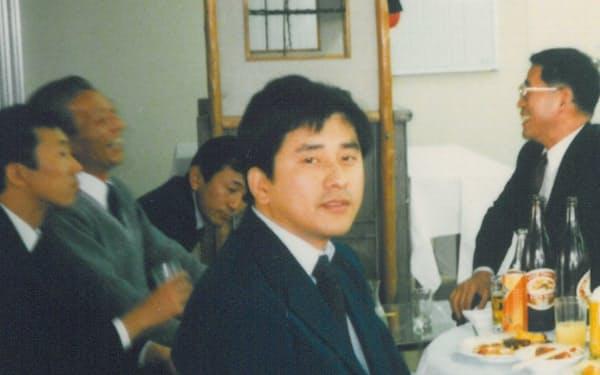 堀江氏(中)は仙台営業所での活躍が評価され、本社で営業統括を任された